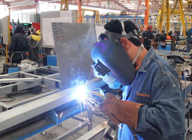 Para la UIA, la producción industrial cayó 4,9% en el 2016