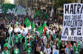 Movimientos sociales y políticos marchan contra el Gobierno junto a todas las centrales obreras