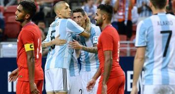 En un duelo que sirvió para probar esquema y nombres, la Selección vapuleó a Singapur