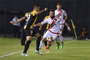 Con caras nuevas, River ganó en Paraguay (Video).