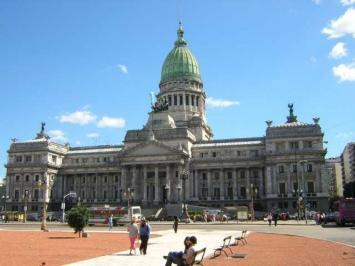 Diputados y senadores reclaman un fuerte aumento en medio de la debacle del canje de los pasajes