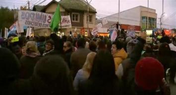 Tras los incidentes, cientos de santacruceños volvieron a marchar en Río Gallegos
