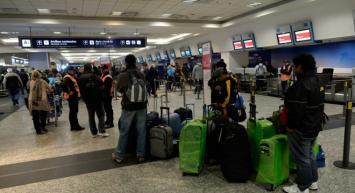 """Una protesta contra las """"low cost"""" complica los vuelos en Aeroparque y Ezeiza"""