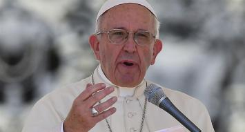 """El Papa brindó su """"ferviente oración"""" por los 44 tripulantes del submarino desaparecido"""