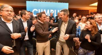 """Randazzo juega al """"Indio Solari"""" y se lanza sin prensa"""