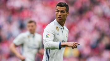 El delantero portugués Cristiano Ronaldo insultó duramente al árbitro. Por lo mismo Messi recibió 4 fechas
