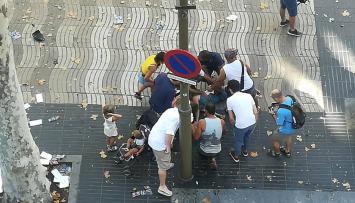 Atentado en Barcelona: un vehículo atropella a decenas de personas en Las Ramblas