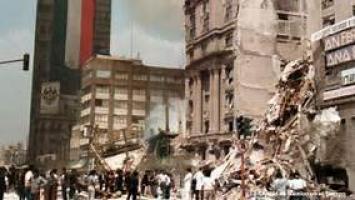 Son ya 217 los muertos en México por el sismo e intentan rescatar a decenas de atrapados entre los escombros