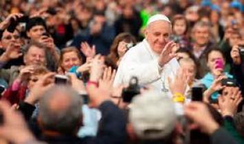 """Francisco culminó su visita a Colombia con un mensaje a cambiar """"la cultura de la muerte por la de la vida"""""""