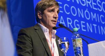 Caputo adjudicó la polémica por el bono a 100 años a la campaña electoral