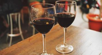 """Dos copas de vino al día ayudan a """"limpiar la mente"""""""