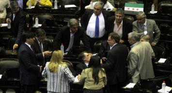 La oposición apura una ley para limitar la deuda externa