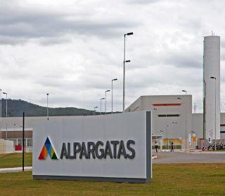 Macri impulsará una ley para bajar cargas patronales a textiles y blanquear empleados