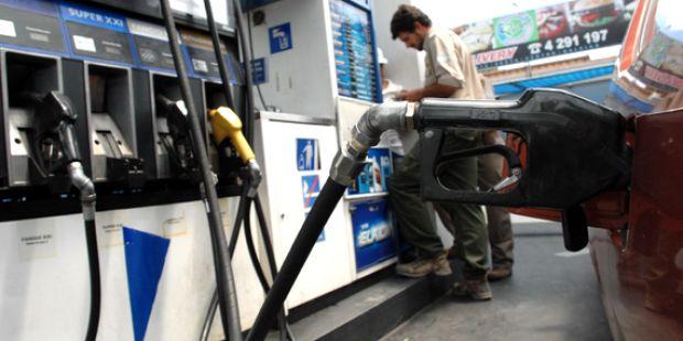 Sin piedad: el Gobierno evalúa aumentar el precio de las naftas y el gasoil