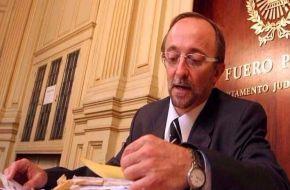 El fiscal Fernando Cartasegna apareció golpeado y maniatado en su oficina
