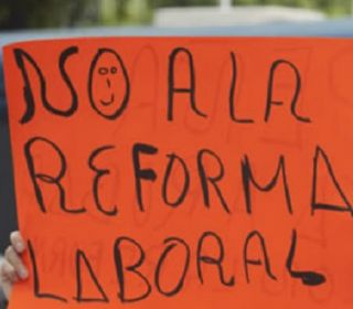 Macri amenaza con aplicar la flexibilización laboral pese a los sindicatos