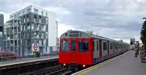 Ataque terrorista en Londres: una bomba en el metro dejó casi 20 heridos