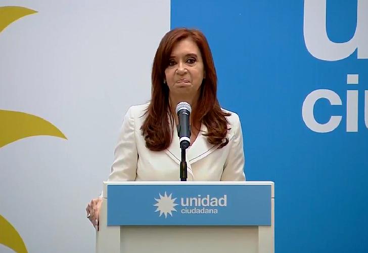 """Cristina Kirchner acusó al presidente Macri de """"persecución política"""""""