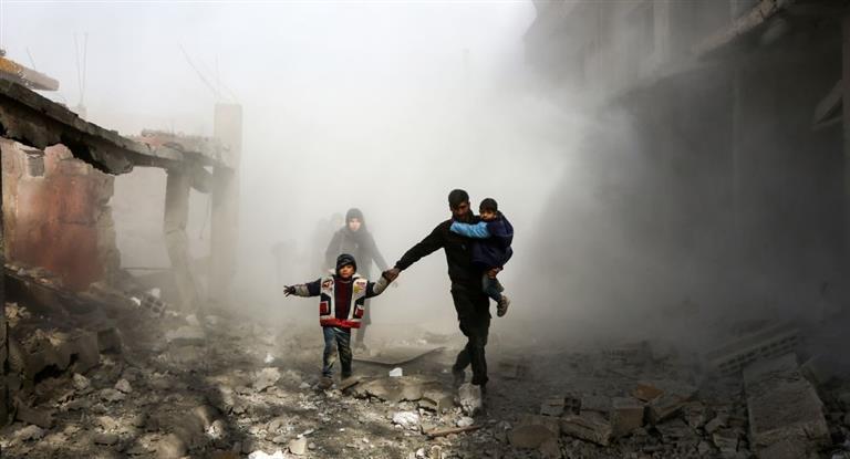 Infierno en Siria: más de 320 muertos por ataques cruzados de Al Asad y EEUU