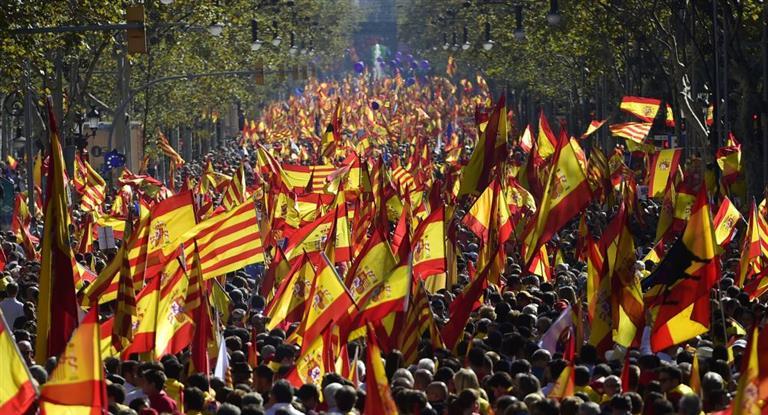 Más de un millón de personas marcharon en Barcelona por la unidad de España