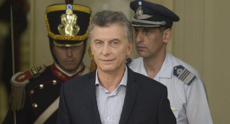 Macri toma juramento a los nuevos ministros de Educación y Defensa