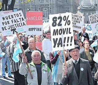 Jubilados: advierten que la fórmula de movilidad que quiere el gobierno de Macri es inconstitucional