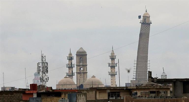 Al borde del colapso y en retirada, el Estado Islámico destruyó la mezquita de Mosul donde declaró su califato