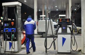 Aumentan los combustibles por el tipo de cambio: 7,5% la nafta y 6% el gasoil