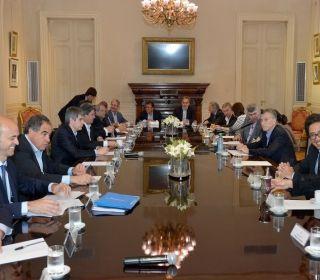 """A horas del primer paro nacional, Macri les pidió a sus ministros """"ir a fondo"""""""