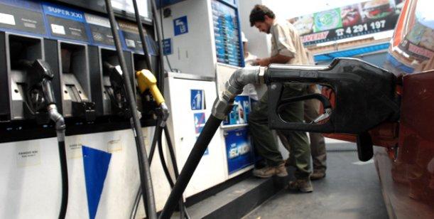 Sigue la locura:  YPF aumentó casi 5% el precio de sus naftas