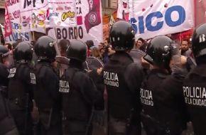 Tensión en la marcha de PepsiCo: trabajadores despedidos se enfrentaron con la policía