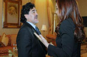 Maradona elogió a Cristina por la precandidatura y criticó a Macri