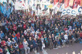 """Organizaciones sociales consideran que el bono del Gobierno es """"insuficiente"""" y se vienen protestas"""