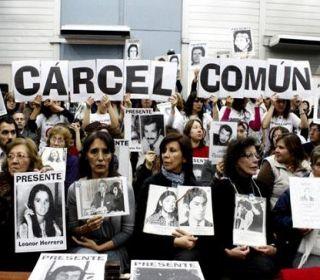 El Gobierno sugiere a la Justicia que libere a represores genocidas, asesinos y violadores