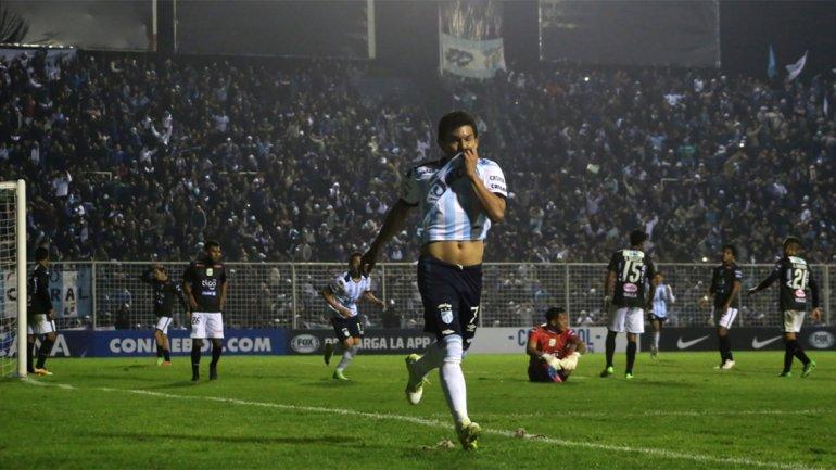 Atlético Tucumán goleó a Oriente Petrolero y sigue haciendo historia