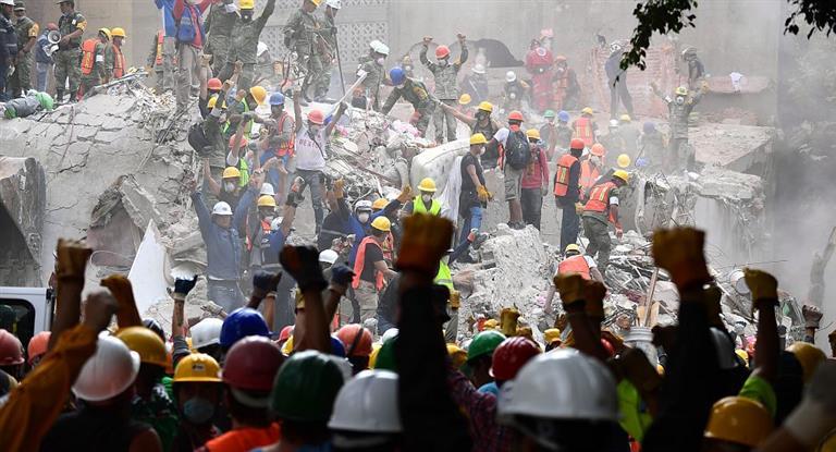 A tres días del sismo, se disipan las chances de hallar más sobrevivientes en México