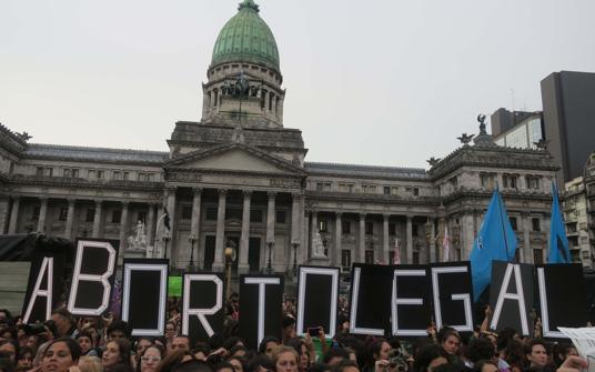 Presentarán este martes el proyecto sobre el aborto pero el debate deberá esperar