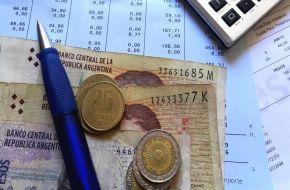 """El macrismo le pone """"techo"""" a los aumentos salariales: """"Las paritarias deben rondar en el 15%"""""""