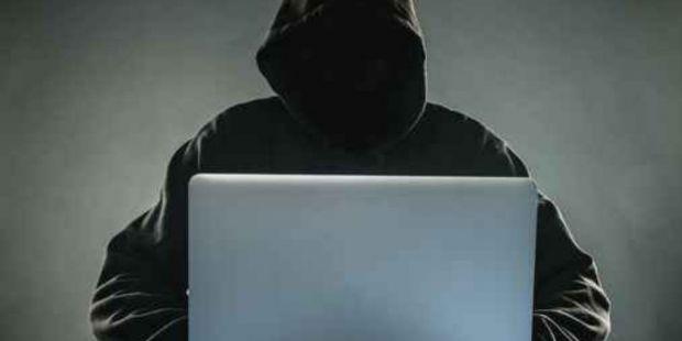 Para la Corte Suprema es delito federal espiar el Facebook de la pareja, su mail o su celular