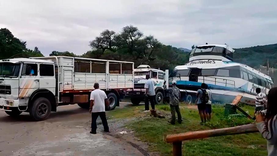 El catamarán se va de El Cadillal corrido por la inseguridad