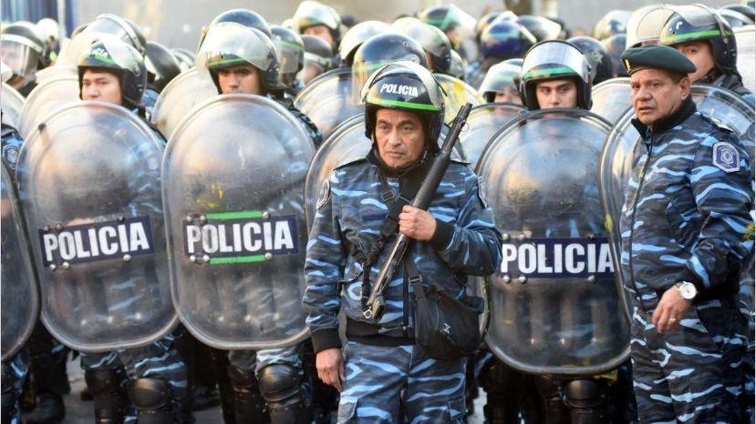 Máxima tensión en PepsiCo: incidentes y detenidos en el desalojo de la planta