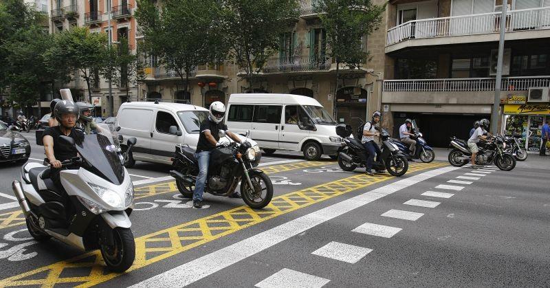 La Municipalidad capitalina intentará ordenar a las motos en los semáforos