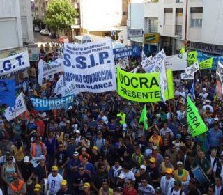 El Gobierno dará de baja a 450 gremios después de la marcha