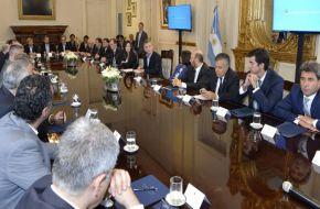 Macri y los gobernadores sellaron un pacto tributario para intentar ordenar las cuentas públicas