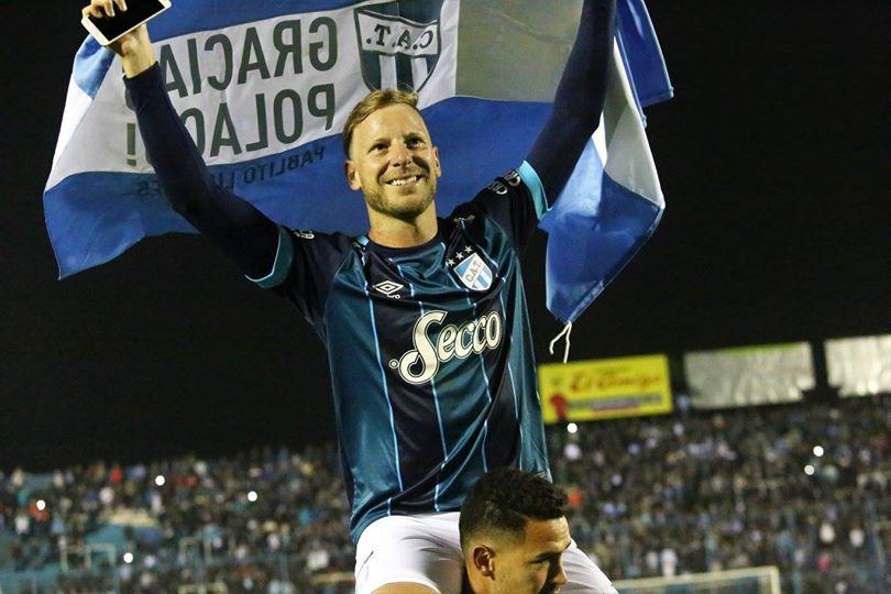 """El Decano empató con Vélez y se despidió """"El Polaco"""" Menéndez"""