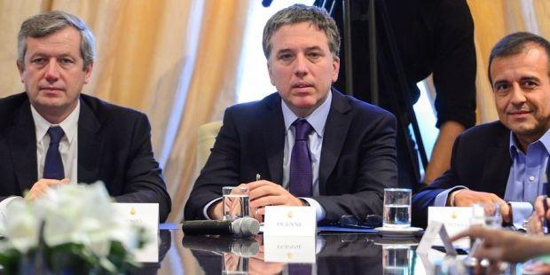 Dujovne afirmó que las paritarias de 2018 deberían cerrar en 16,6%