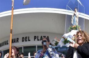 Familiares de tripulantes del ARA San Juan marcharon para que no se abandone el rescate