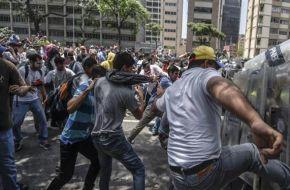 Máxima tensión en Venezuela: al menos 9 heridos en otra marcha opositora a Maduro