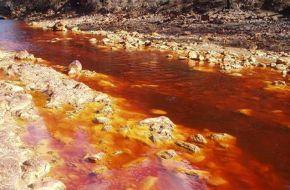 Macri intenta tapar la contaminación de las mineras