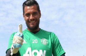 Sergio Romero seguirá en Manchester United hasta 2021